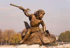 Primo piano di una statua sul Pont Alexandre III Immagine Stock