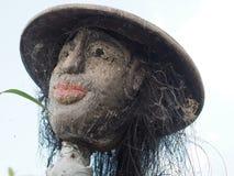 Primo piano di uno spaventapasseri in un giacimento del riso in Bali, Indonesia fotografia stock libera da diritti