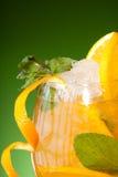 Primo piano di vetro del succo di arancia fresco Fotografia Stock