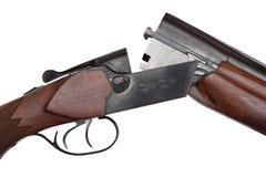 Primo piano a doppia canna aperto della pistola di caccia isolato su bianco Fotografie Stock Libere da Diritti