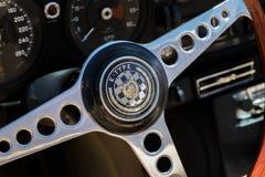 Primo piano e tipo del cruscotto di Jaguar fotografie stock