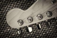 Primo piano elettrico della testa motrice della chitarra Fotografie Stock