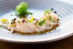 Primo piano fresco del sashimi dei pettini fotografie stock