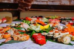 Primo piano fresco di Maki Set dei sushi immagine stock