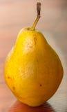 Primo piano giallo della pera Immagini Stock