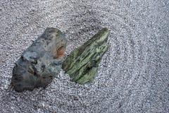 Primo piano giapponese del giardino dell'assicella e della pietra fotografie stock libere da diritti
