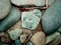 Primo piano grigio dei ciottoli del fondo Fotografie Stock Libere da Diritti