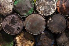Primo piano impilato dei tamburi d'acciaio Immagini Stock