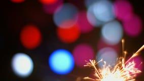 Primo piano 4k 30fps ProRes (HQ) della stella filante dei fuochi d'artificio video d archivio