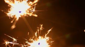 Primo piano 4k 30fps ProRes (HQ) della stella filante dei fuochi d'artificio archivi video