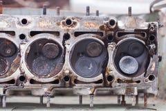 Primo piano la testa di un motore del sei-cilindro immagini stock libere da diritti
