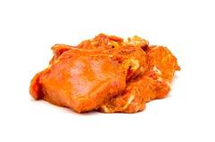 Primo piano marinato carne isolato su un bianco Immagine Stock