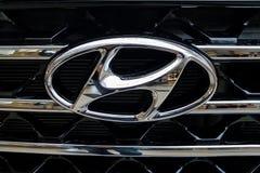 Primo piano metallico dell'emblema di Hyundai fotografia stock