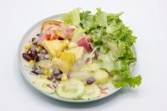Primo piano misto di insalata e di frutta fresche Fotografia Stock Libera da Diritti