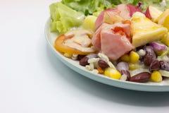 Primo piano misto di insalata e di frutta fresche Fotografia Stock