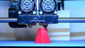 Primo piano moderno di stampa della stampante 3D stock footage