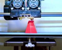 Primo piano moderno di stampa della stampante 3D Immagine Stock Libera da Diritti