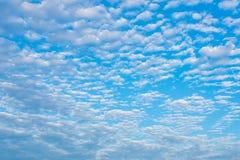 Primo piano nuvoloso del cielo blu per fondo Fotografia Stock Libera da Diritti