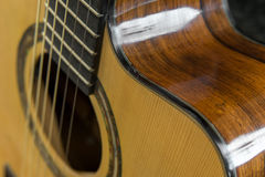 Primo piano preso da una chitarra Fotografia Stock