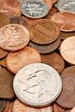 Primo piano quarto sopra le monete Immagini Stock