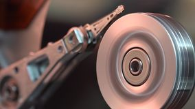 Primo piano redigere e di una lettura del disco rigido del computer di funzionamento i dati archivi video