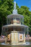 Primo piano romano della fontana di un giorno soleggiato a luglio Peterhof Fotografie Stock Libere da Diritti