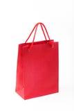 Primo piano rosso del sacco di carta su fondo bianco Fotografie Stock Libere da Diritti