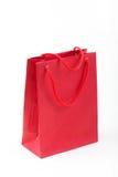 Primo piano rosso del sacco di carta su fondo bianco Fotografia Stock Libera da Diritti