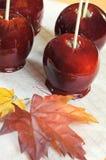 Primo piano rosso delle mele della caramella di Halloween Fotografie Stock Libere da Diritti