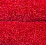 Primo piano rosso di macro degli asciugamani di bagno del tessuto spugna del cotone Immagini Stock