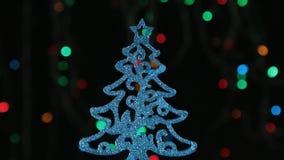Primo piano, rotazione di un albero di Natale blu Decorazione anno di nuovo e di natale archivi video