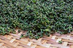 primo piano Salae fresco verde in canestro di bambù Fotografia Stock Libera da Diritti