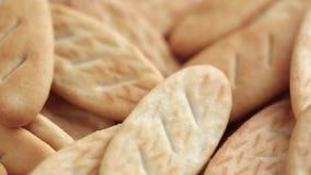 Primo piano salato dei cracker stock footage
