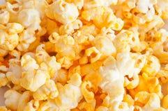 Primo piano salato dei granuli del popcorn Fotografie Stock Libere da Diritti