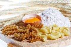 Pasta, uovo, farina Immagini Stock