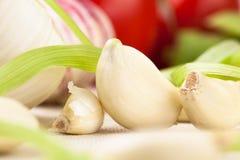 Primo piano sbucciato del chiodo di garofano di aglio Fotografie Stock