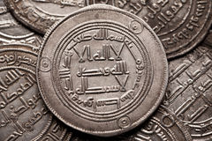 Primo piano sparato delle monete islamiche d'argento Immagine Stock Libera da Diritti