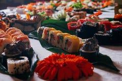 Primo piano stabilito di Rolls dei sushi immagini stock libere da diritti