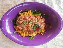 Primo piano, stile tailandese dell'alimento: & x22; Sedere Mhee Kha Moo& x22; Tagliatella dell'uovo Fotografia Stock Libera da Diritti