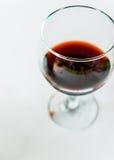 Primo piano su un bicchiere di vino Fotografia Stock