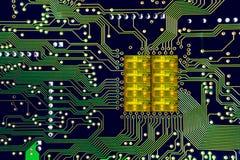Primo piano su un microchip del CPU su uno schema Immagine Stock