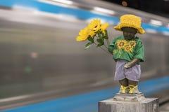 Primo piano su una scultura di una pipi di Manneken del ragazzino che orina e fotografie stock