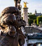 Primo piano su una statua del ponte del lll di Pont Alexandre - Parigi, Francia immagini stock libere da diritti