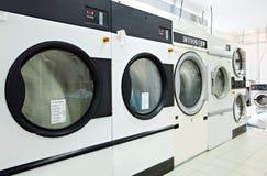 Primo piano sui tamburi rotativi delle lavatrici Immagine Stock Libera da Diritti