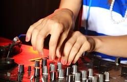 Primo piano sul miscelatore del DJ Fotografie Stock