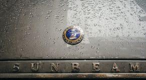 Primo piano sul retro logo dell'automobile di Sunbeam Fotografia Stock