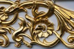 Primo piano sull'ornamento dorato Immagine Stock