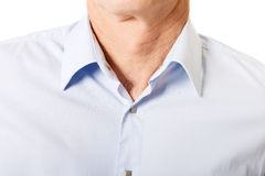 Primo piano sulla camicia maschio con il collare fotografia stock
