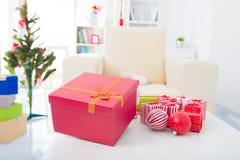 Primo piano sulle decorazioni di Natale della tabella Immagini Stock Libere da Diritti