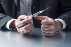 Primo piano sulle mani o sul professionista farmaceutico di medico Fotografia Stock Libera da Diritti